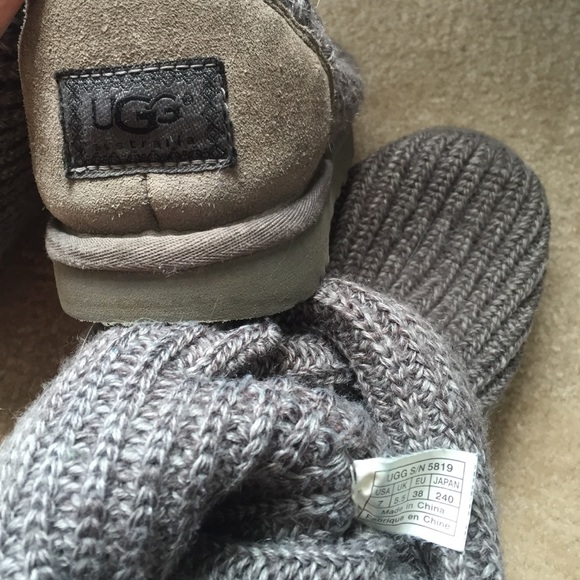 gray knit uggs