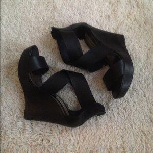 Steve Madden Shoes - Steve Madden black leather criss cros wedge sandal