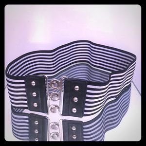 Black/white stripe wide stretch belt 3 connects/