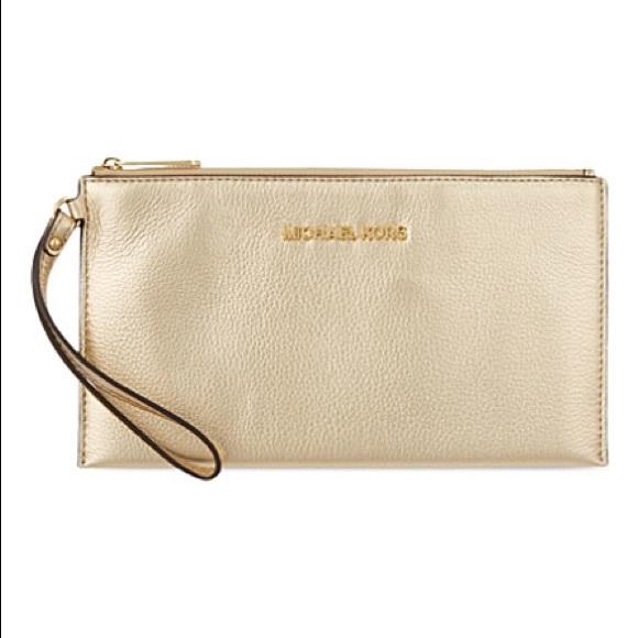 920000ba5269 🆕Michael Kors Pale Gold Bedford Clutch🆕