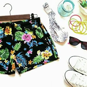 Island Design  Pants - Island Design Maui shorts. Tropical. L 100% cotton