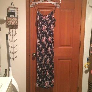 Dresses & Skirts - #simplicity : Floral, light-weight dress! ✝