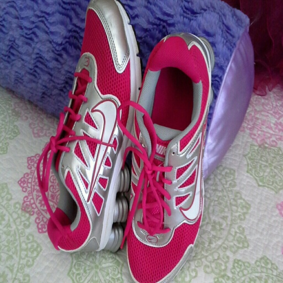 cheap for discount 7f423 ef9c4 LADIES NIKE QUALIFY 2 SHOX RUNNING SHOES SIZE 12. M 5762cfbd3c6f9f79a10045ef