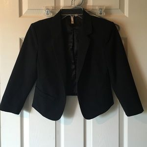 Beautiful 3/4 Sleeve Black Blazer