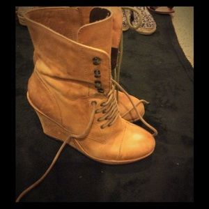 VINCE CAMUTO LACE UP HIGH WEDGE LEATHER BOOTS