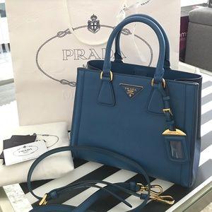 Prada Handbags - PRADA SAFFIANO LUX TOTE SMALL 💙