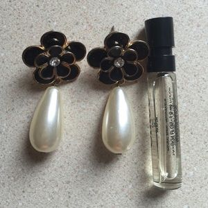 Forever 21 Jewelry - Forever 21 Flower and Teardrop Pearl Earrings