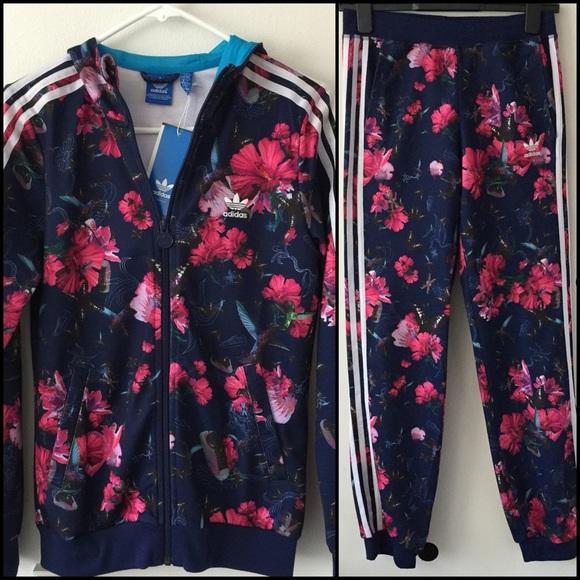 low priced 738cb 1335c NWT Adidas tracksuit in floral print. M 5761b8a2fbf6f980ea00bb2f