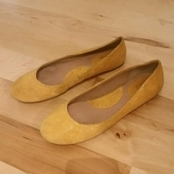 BOC Born Concept dark yellow ballet flats