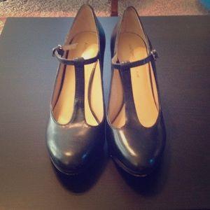 06f2ed2cd14 ANTONIO MELANI Shoes - Antonio Melani Angie T Strap Platform Heel