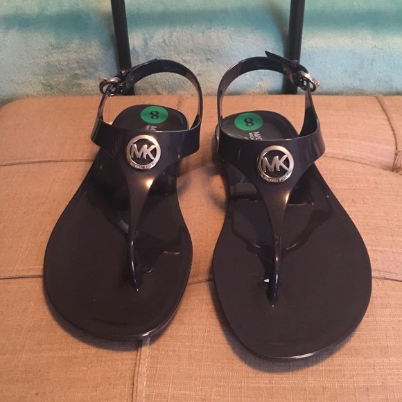 43d78a322a6c4 💯Authentic New Michael Kors Rubber Sandals