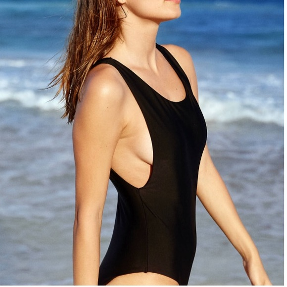 8f5a7b3c1f AE Black Scoop One piece - S M L