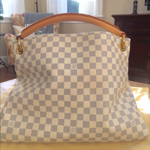 62f469d15ac3 Louis Vuitton Handbags - Louis Vuitton Damier Azur Artsy MM
