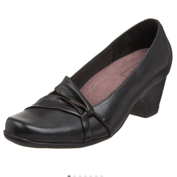 a10ebd03c Clarks Shoes - ✨FINAL PRICE✨Clarks Sugar Plum Pumps - Size 8