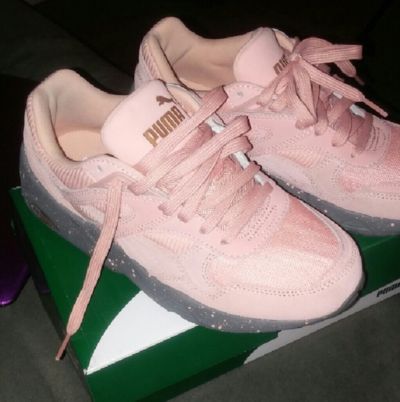 ea253a2411f6f4 Some womens Puma sneakers never worn.