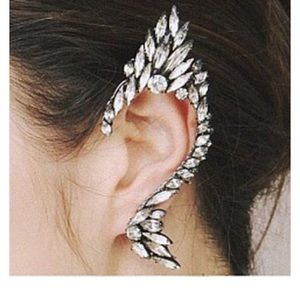 Jewelry - 🔥NEW🔥 Rhinestone Ear Clip