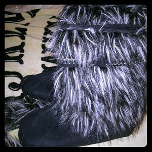 NWOT Furry bootie slippers