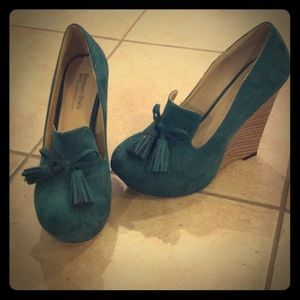 Shoes - Green suede wedges- Elizabeth Brady shoe dazzle