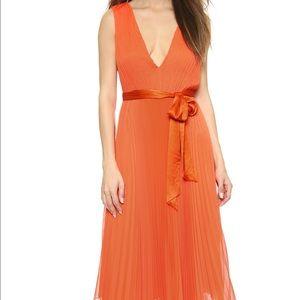 Alice + Olivia Dresses & Skirts - Alice+Olivia v-neck pleated orange dress sunset