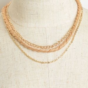Triple chain layer necklace gold