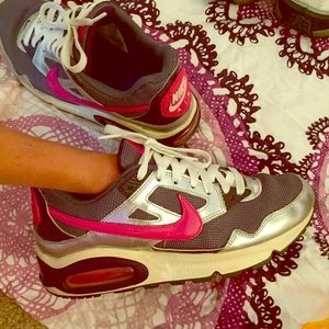 Nike air size 6Y (women's 7)
