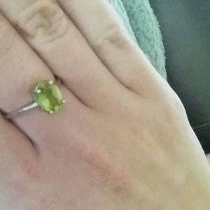 Jewelry - 1ct peridot ring