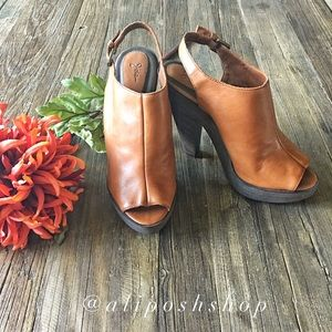 Joie Shoes - nwot//joie • cognac leather platform sandals