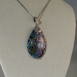 Jewelry - 💐 Abalone Pendant Necklace