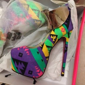 Multi color/pattern 6.5 heels !!
