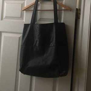 Forever 21 large Tote bag !! Has double pockets