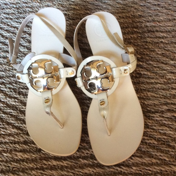 21a03c05494 NEW 💥AUTHENTIC♥️TORY BURCH WHITE/GOLD SANDAL. M_5766c560bf6df58a06036426