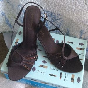 Elements By Nina Shoes - Elements By Nina Brown Kitten Heels NWT
