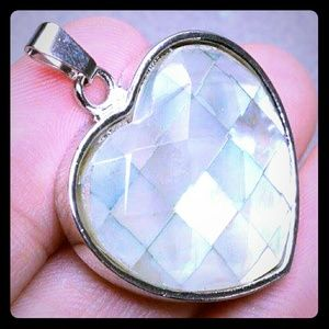 Other - Moving Sale❤LOVE HEART NATURAL PENDANT