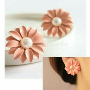 Jewelry - 💖SALE💖Lovely Daisy Flower white pearl earrings