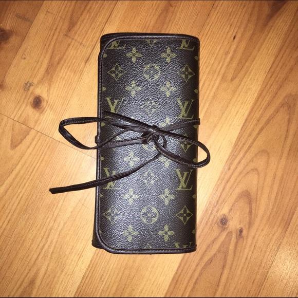 2cec5a19b0ab Louis Vuitton Accessories - Louis Vuitton makeup brush holder