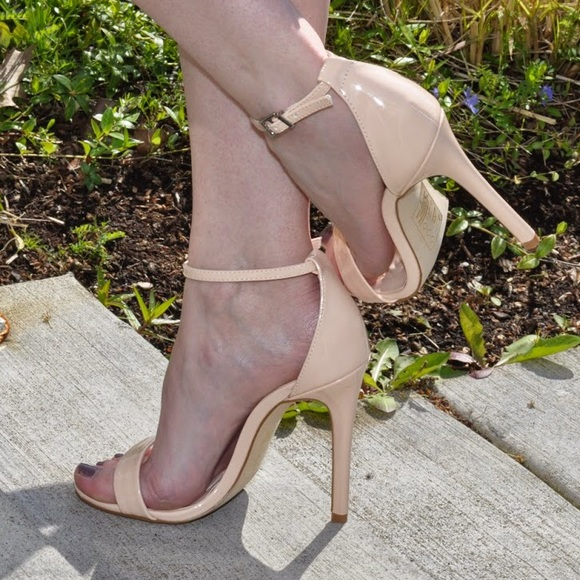 Shoe Dazzle Shoes - Nude heels