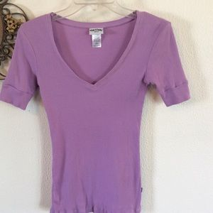 NEW NO TAGS OUTLAW LILAC V NECK RIBBED TOP
