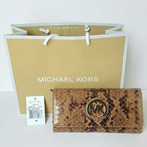 MICHAEL KORS FLAP CONTINENTAL WALLET SAND