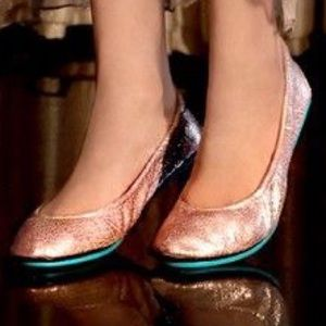 ISO ROSE GOLD TIEKS SIZE 7 or 8!