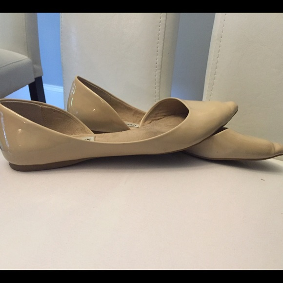 6f1b7ded5db Steve Madden Elusion Beige Pointed Toe Flats. 7.5