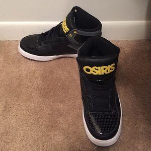 Kids size 6 Osiris high top shoes