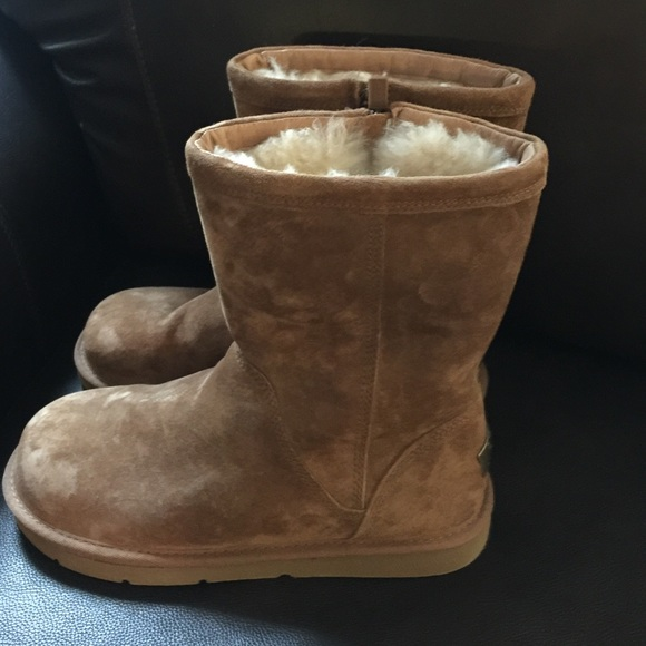 UGG Shoes - Women's UGG Pierce Boots with zipper Size 9