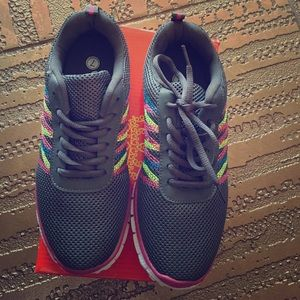 Shoes - NEW SNEAKERS