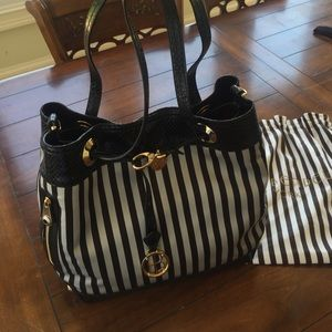 henri bendel Handbags - GORGEOUS HENRI BENDEL CARRIED TWICE EUC