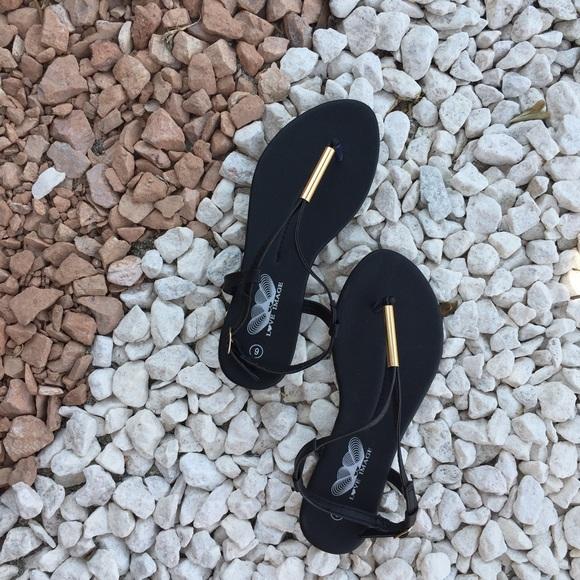 0ec664f0c BIN Summer thong sandals in black size 6