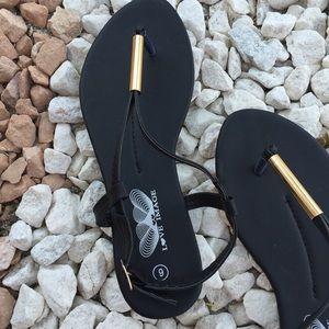 784e84fe6 Love image Shoes - BIN Summer thong sandals in black size 6