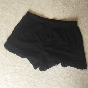 Black elastic shorts w lace trim