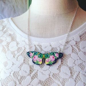 Abbie's Anchor Jewelry - Floral butterfly necklace💐