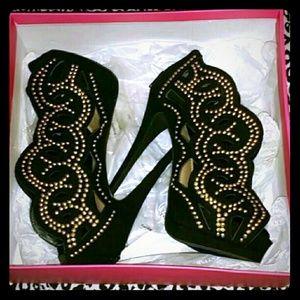 Size 9 heels JustFab