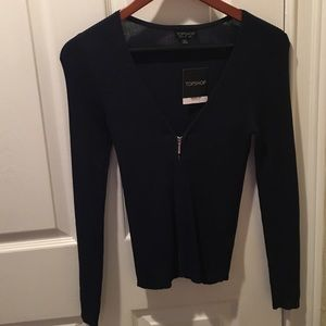 Long sleeve top with zipper